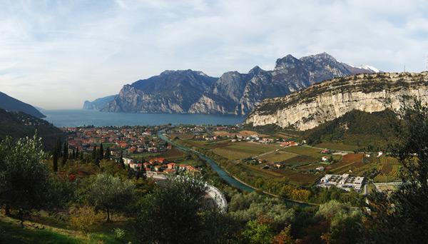 Vápencové skály nad Lago di Garda. říjen 2010.