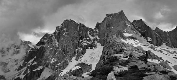 Nádherné kopce nad vesniČkou Bondo. Červenec 2010.