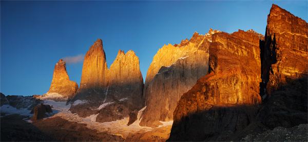 Věže Torres při východu slunce. Úžasné místo.  Březen 2013.