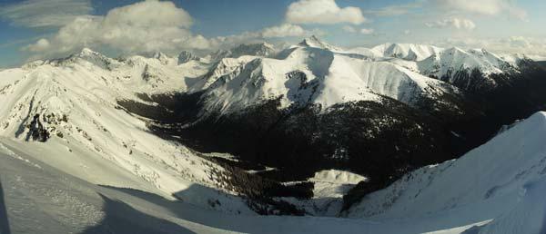 Tichá dolina při pohledu z hlavního hřebene roháČù. Březen 2006.